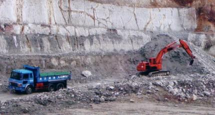 ベントナイトゼオライトを販売するカサネン工業のベントナイト採石場大田