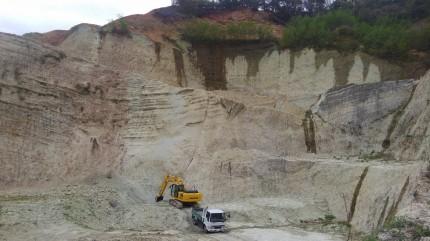 ベントナイトゼオライトを販売するカサネン工業の出雲鏡山鉱山