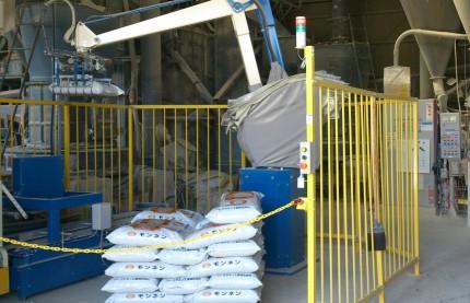 カサネン工業袋詰ロボット作業風景